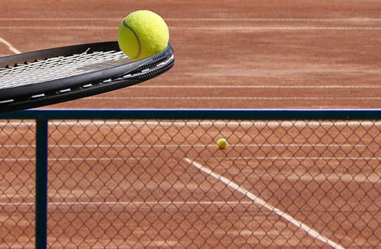 テニスボールのバランスを取る
