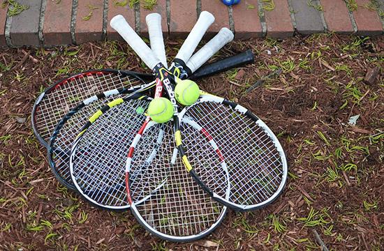 沢山のテニスラケット